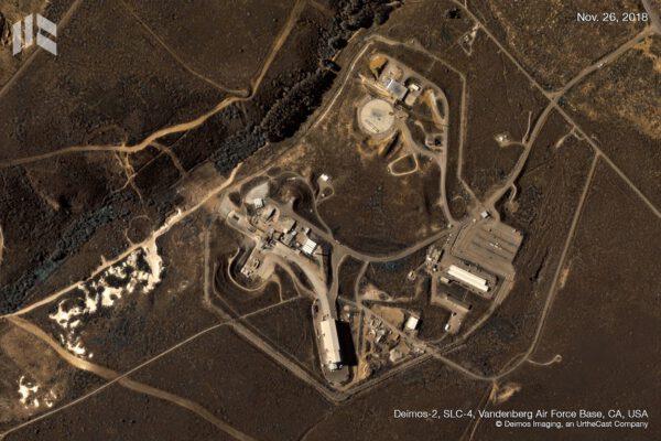 Rampa SLC-4, kterou má pronajatou SpaceX před startem mise KazSTSAT v roce 2018. Snímek pořídila snímkovací družice Deimos-2.