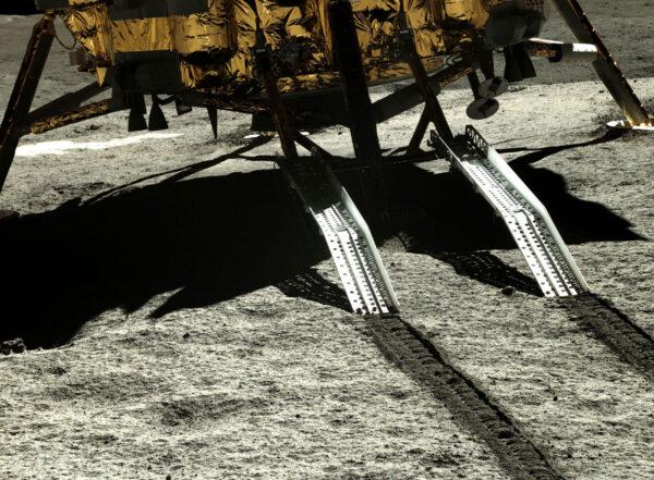 Rampa, po ktorej zišiel rover Yutu-2 na povrch Mesiaca