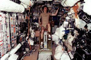 V době zvýšené koncentrace CO2 si kosmonauti takto rozhodně zacvičit nemohli...