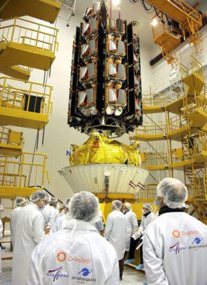 Integrace adaptéru s 34 družicemi OneWeb na horní stupeň Fregat.