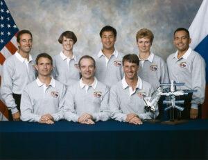 Posádka mise STS-84: (zleva) Clervoy, Linenger, Collins, Precourt, Lu, Foale, Kondakova, Noriega