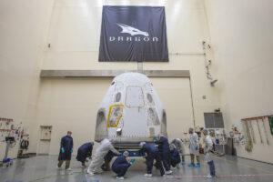 Loď Crew Dragon připravovaná k letu
