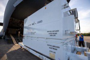 Transportní kontejner s vozítkem Mars rover 2020 dorazil na Floridu.