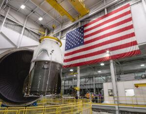 V komoře ISP (In-Space Propulsion facility) se testovala i loď Crew Dragon.