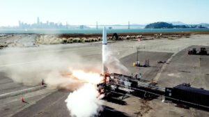 Firma Astra testuje své rakety na dohled od ikonického mostu Golden Gate.