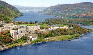 Letecký záběr na akademii ve West Pointu