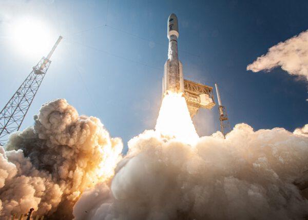 Start Atlasu V pro Kosmické síly