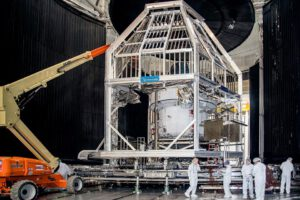 Příprava Orionu na tepelně vakuové testy