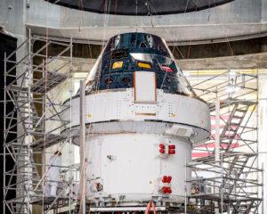 Příprava Orionu na testy elektromagnetického rušení