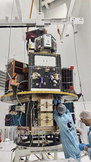 První dispenzer postavený firmou SAB Aerospace je připraven na start.
