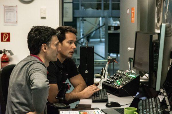 Thomas Pesquet při nácviku manipulace s Canadarm2