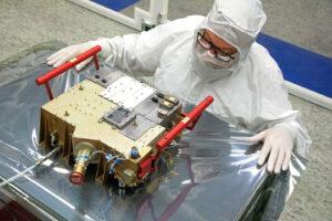Ultrafialový spektrograf UVS navrhli a vyrobili specialisté ze Southwest Research Institute v texaském San Antoniu