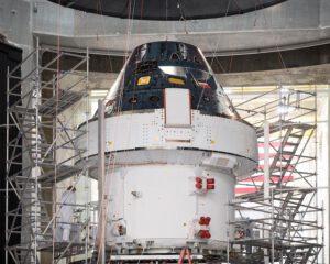 Loď Orion určená pro misi Artemis I čeká na odlet na Floridu