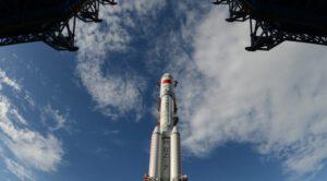 Raketa CZ-7 s novou kozmickou loďou v mierke 1:3