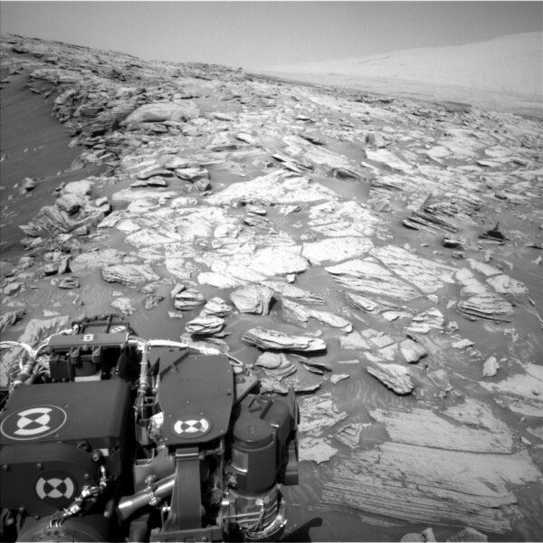 Vozítko Curiosity zdolalo prudký svah