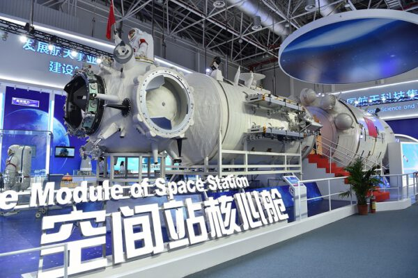 """Model centrálního modulu """"Harmonie nebes"""" nové stanice ve skutečné velikosti."""