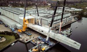 Komplexní hliníkový trup vznikl v loděnicích ve městě Vollenhove.