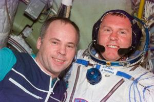 Solovjov s přešťastným Thomasem po vyřešení problému se skafandrem