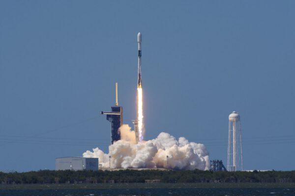Start Falconu 9 s počtvrté použitým prvním stupněm