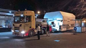 Příjezd sondy JUICE v transportním kontejneru do Friedrichshafenu.