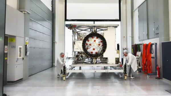 Sonda JUICE připravená k finální integraci.
