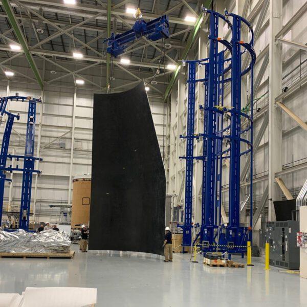 První panel pro Universal Stage Adapter vyrobený firmou RUAG Space v Decatur, březen 2020
