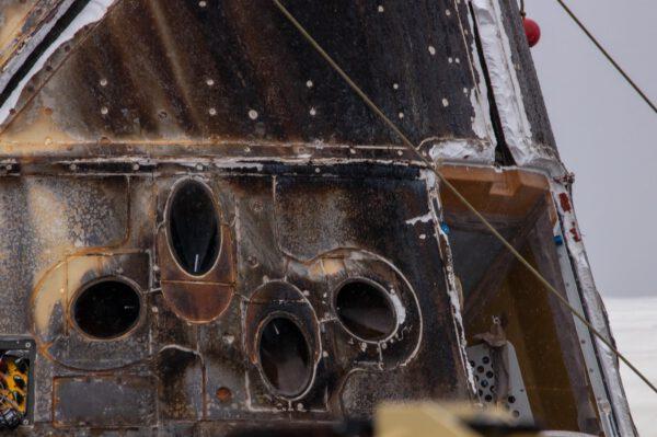 Detailní pohled na orientační motorky Draco na posledním nákladním Dragonu
