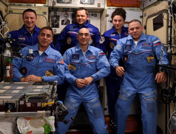 Aktuální posádka ISS, doplněná o nové členy ze Sojuzu MS-16