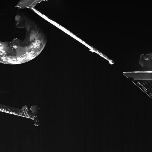 Pohled z BepiColombo na Zemi při posledním gravitačním manévru u domovské planety