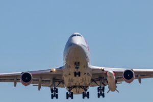 Boeing 747 přezdívaný Cosmic Girl během kryogenní zkoušky rakety LauncherOne.