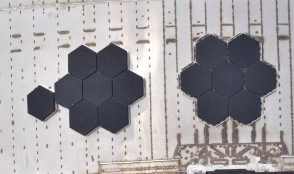 Dlaždice tepelné ochrany budou na Starship SN-4 testovat jejich uchycení