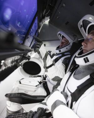 Astronauti Bob Behnken a Doug Hurley provádějí nácvik před svým letem