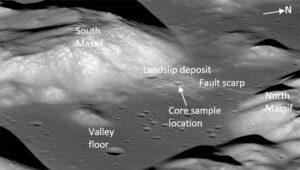 Místo odběru podpovrchových vzorků ze sesunutého regolitu při misi Apollo 17.