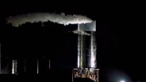 Na kameře od LabPadre bylo vidět, že před destrukcí byla námraza pouze na horní nádrži.