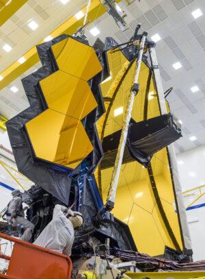 Zkušební rozkládání primárního zrcadla Dalekohledu Jamese Webba.