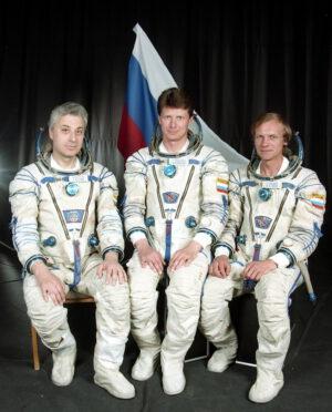 Posádka Sojuzu TM-28: (zleva) Baturin, Padalka, Avdějev
