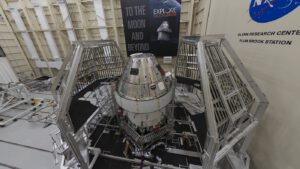 Loď Orion spojená s ESM