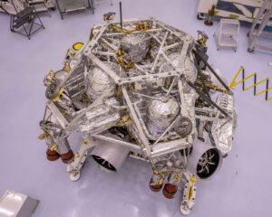 Rover Perseverance po spojení se sestupovým stupněm