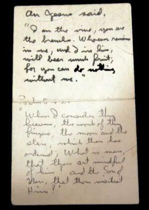"""""""Tahák"""" s citáty z Bible, který Aldrin použil během letu Apolla 11"""