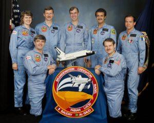 Posádka STS-51-G: (zleva) Shannon W. Lucid, Daniel C. Brandenstein, Steven R. Nagel, John M. Fabian, Sultan bin Salman Al Saud, John O. Creighton, Patrick Baudry
