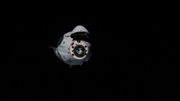Přílet Crew Dragonu s posádkou ke stanici