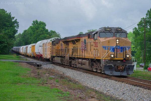 Segmenty motorů SRB se převážely na Floridu