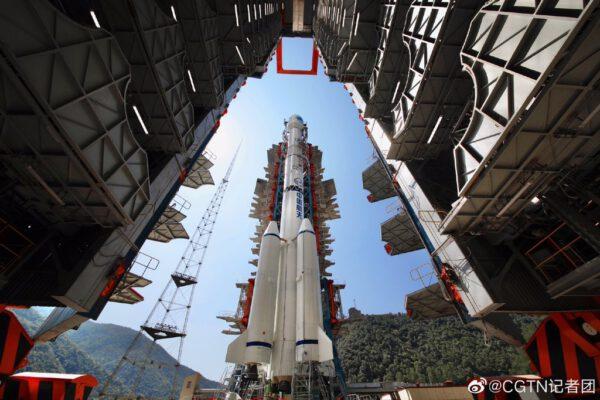 Dlouhý pochod-3B/G2 čeká na vynesení poslední družice systému Beidou.