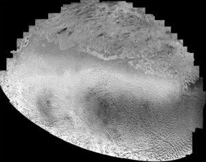 Mozaika Tritonu vytvořená ze 16 fotek pořízených Voyagerem 2.