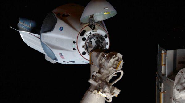 Automatické dokování Crew Dragonu u ISS