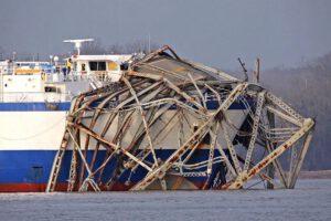 Delta Mariner po srážce z mostem u Kentucky v roce 2012.