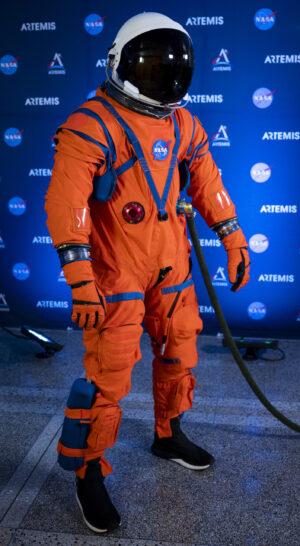 Nová generace skafandru NASA pro cesty do hlubokého vesmíru.
