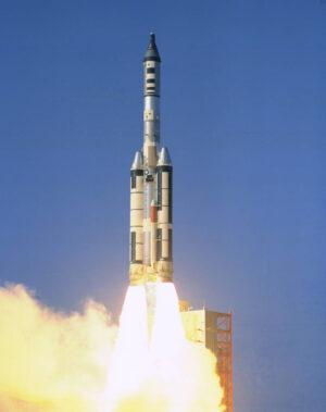 Kabina Gemini II se vydává podruhé do vesmíru...