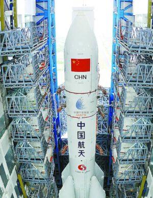 Sonda Tianwen-1 integrovaná s raketou CZ-5