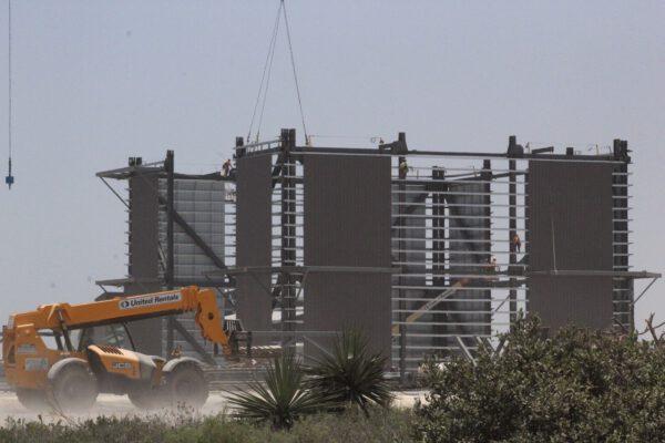 Stavba budovy pro Super Heavy